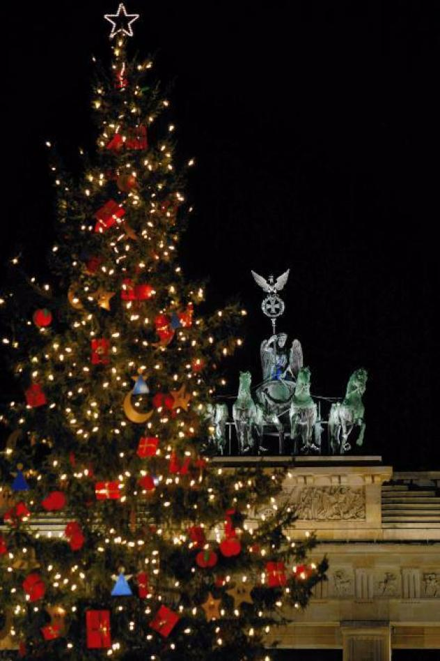 Det traditionelle juletræ foran Brandenburger Tor i Berlin.